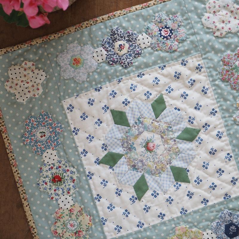 English paper piecing quilt pattern Primrose Patch