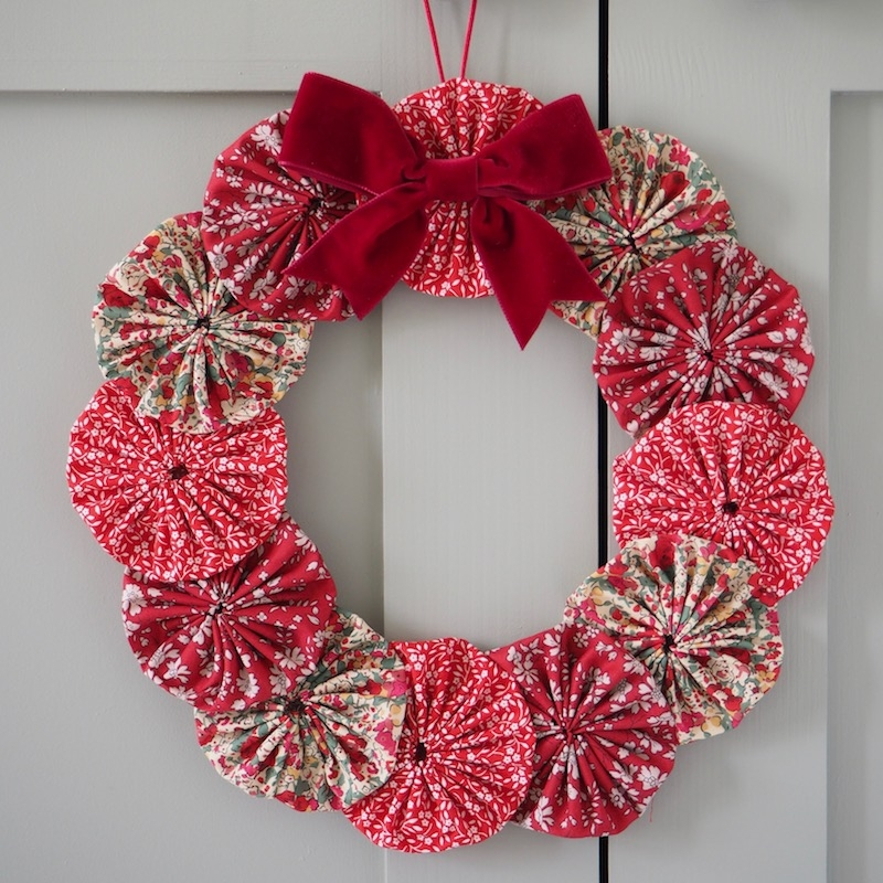 Yoyo-Christmas-wreath